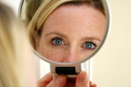 woman_mirror_stock